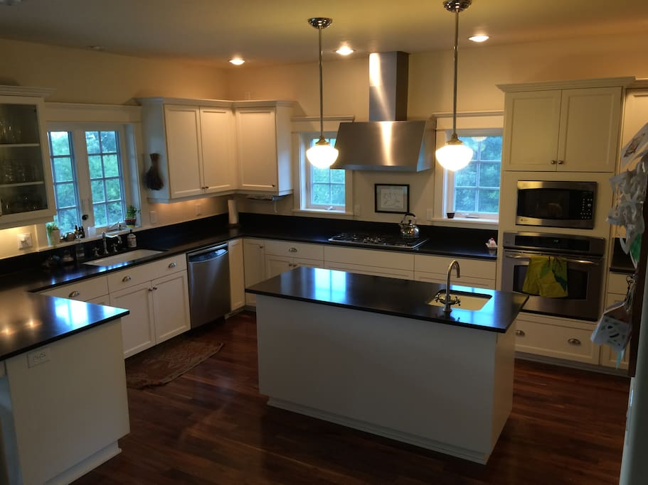 Large gourmet kitchen, fully equipped.