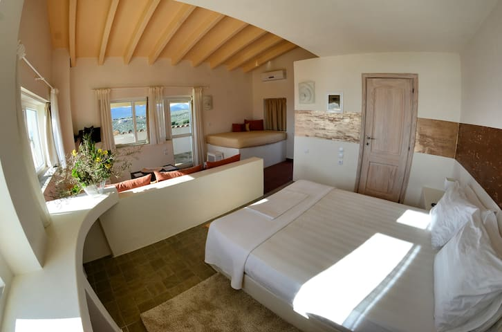 Golden Sea View Suite