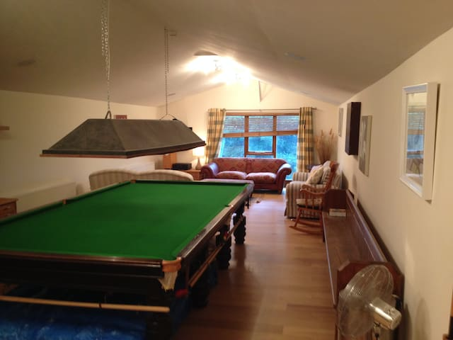 open plan barn with full size snooker table - Worcestershire