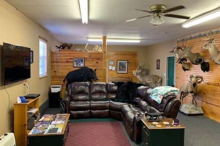 Cougar Ridge Whitetails Ranch!