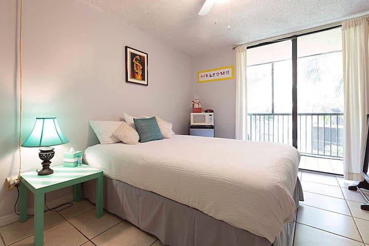 Cozy room in a Condo