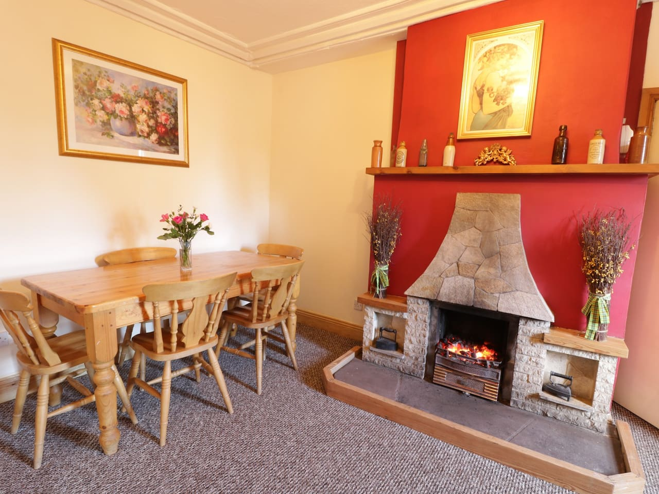 ROSE COTTAGE, family friendly, with open fire in Carlisle, Ref 972265