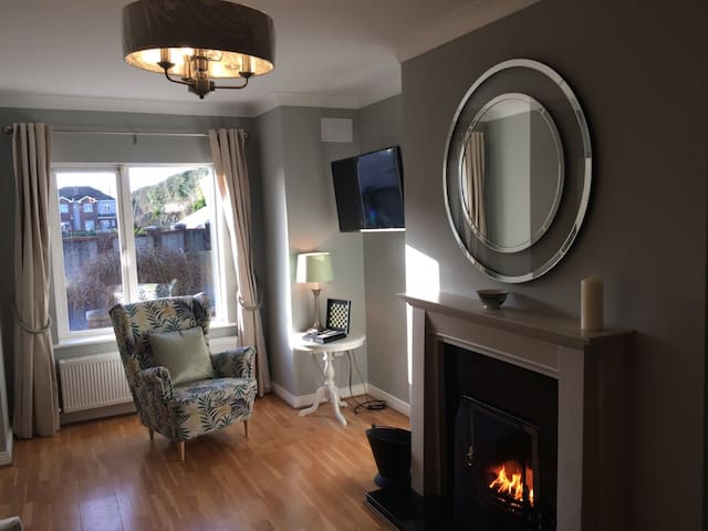 Beautifully decorated town house with back garden