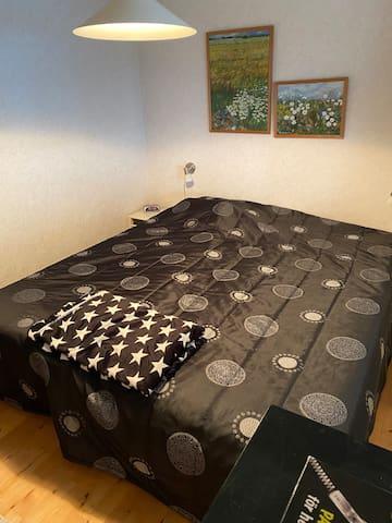 Stora sovrummet (2) i stora huset