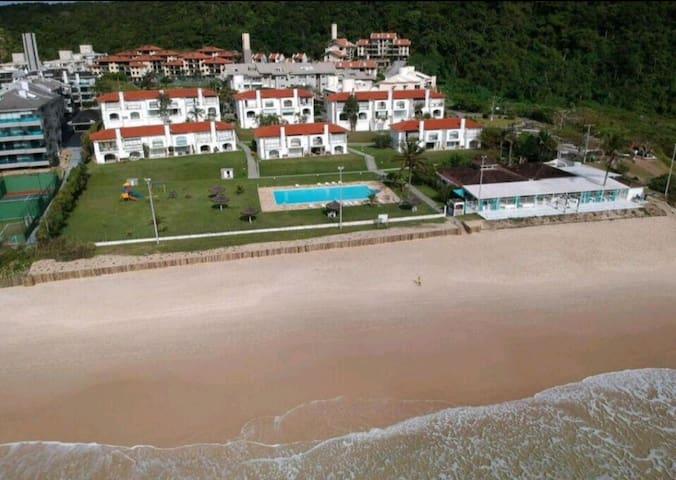 Maravilhoso apartamento frente ao mar