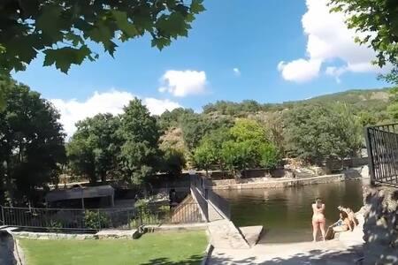 Rural, Parque Nacional Monfragüe - Casas del Monte