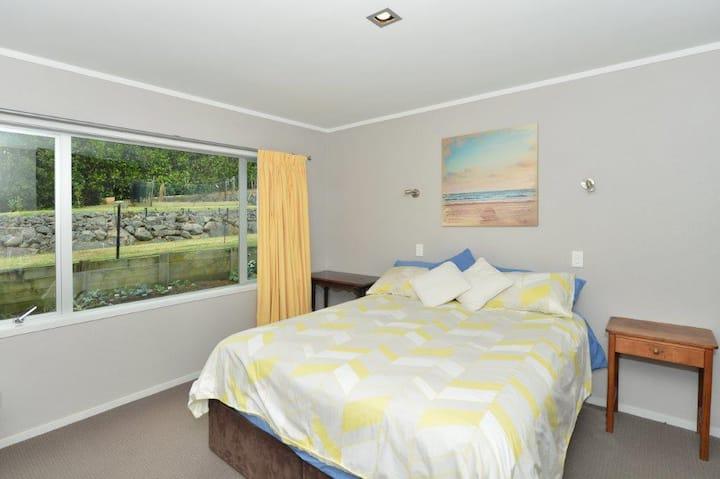 Matapouri Rural Retreat KIng Bed Room