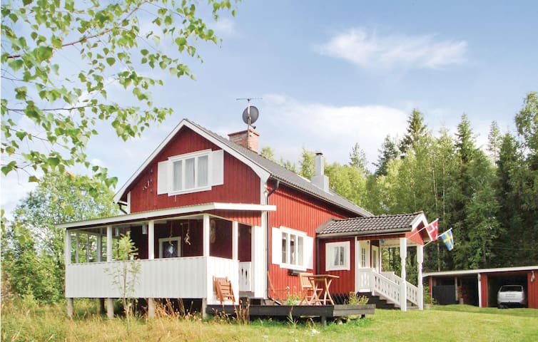 Holiday cottage with 3 bedrooms on 100 m² in Lesjöfors