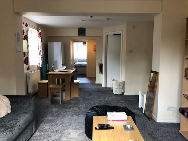 G/Floor flat walking distance to CMK & MK Station