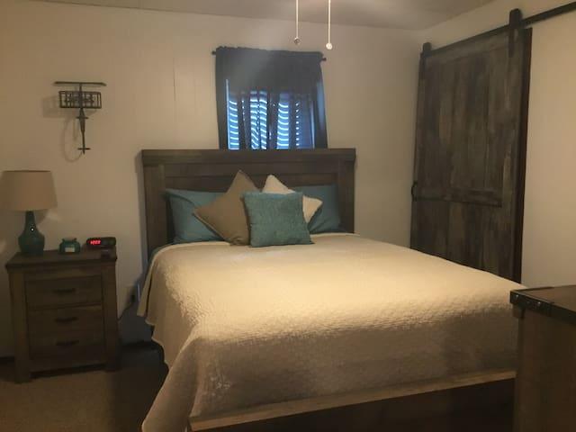 Bedroom 2, Queen bed w/ TV