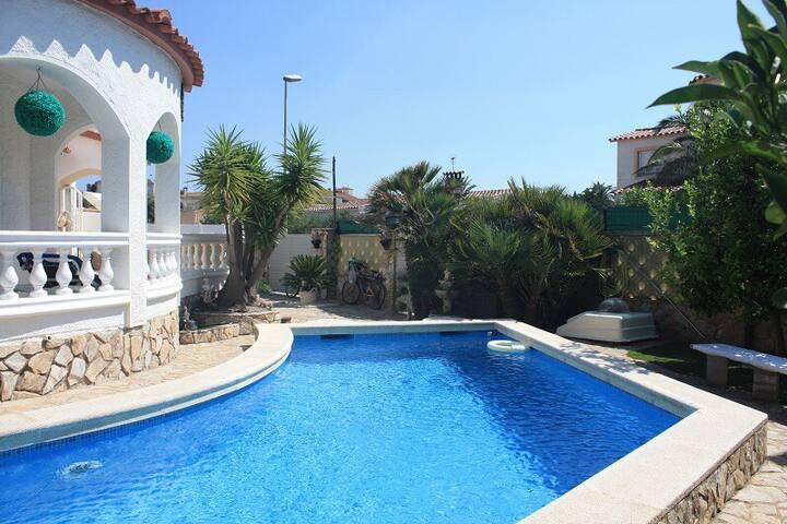 Maison piscine wifi clim jardin