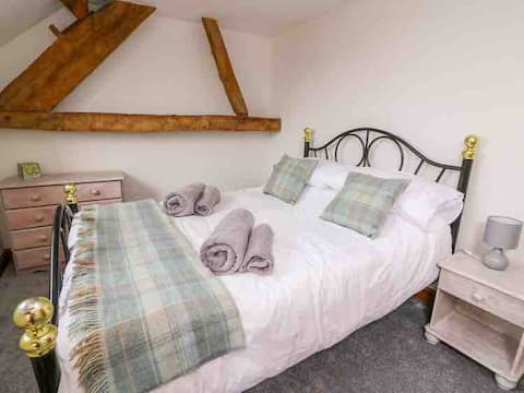 Cottage retreat in isolated Welsh hills - sleeps 4