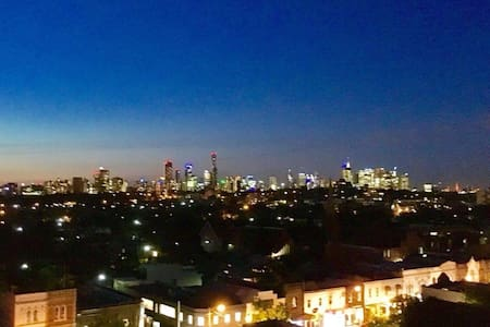 One Bedroom Unit with City Views - South Yarra - Wohnung
