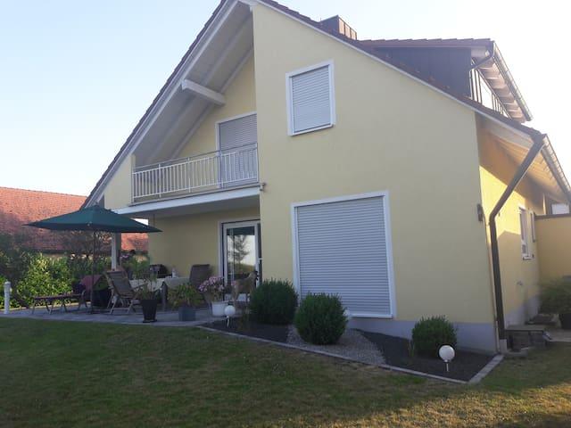 Moderne, hochwertige Ferienwohnung 75 m² + Balkon