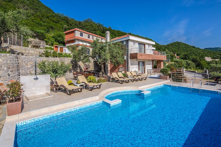Luxury villa Svinjista in Budva