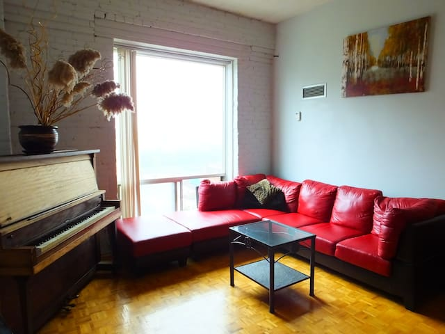 Beautiful Bright Loft in the Trendy West End