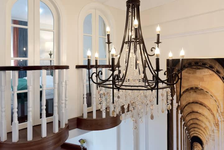 城东万达星光小墅,豪华复式楼中楼,宽敞舒适休闲大客厅。