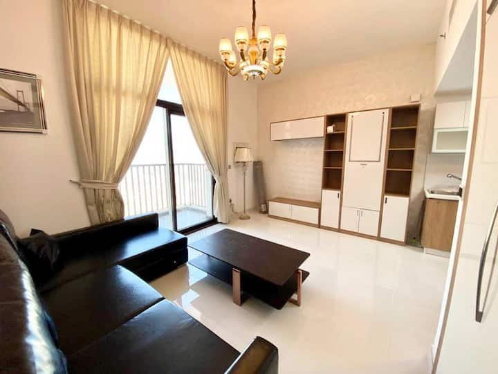 BrandNEW Fully Furnished Studio close to the METRO