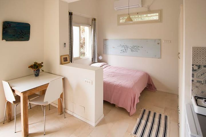Beautiful studio 50 m from beach - Haifa - Huoneisto