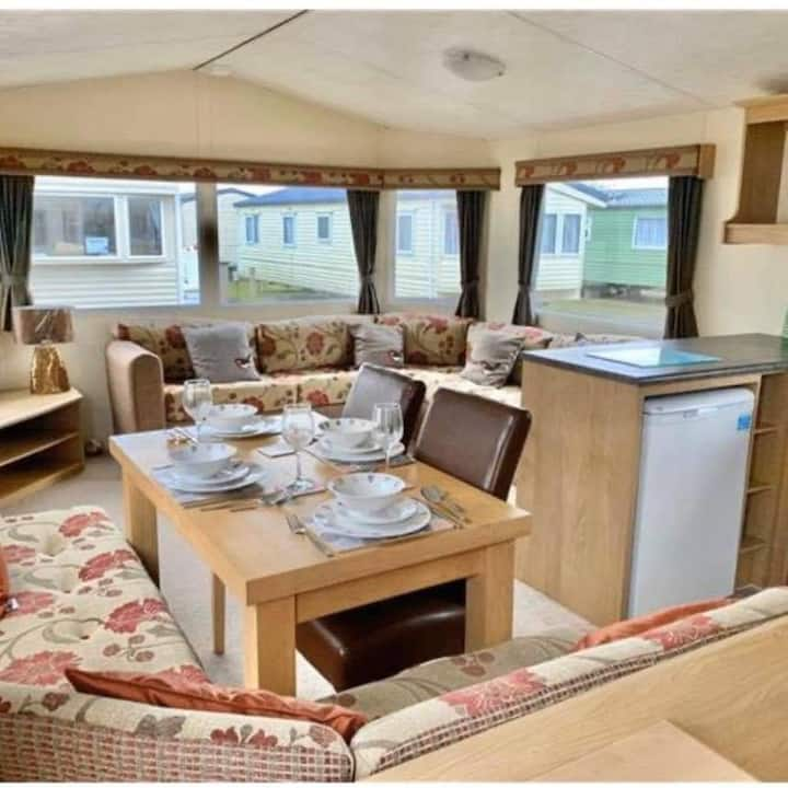 Beautiful 3 bedroom 8 birth static Caravan