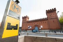 l'apt se trouve en face du métro Saint Michel et l'ancienne prison de Toulouse