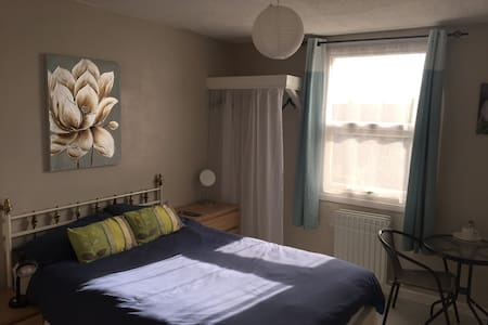 Double Room ideal for professionals / contractors