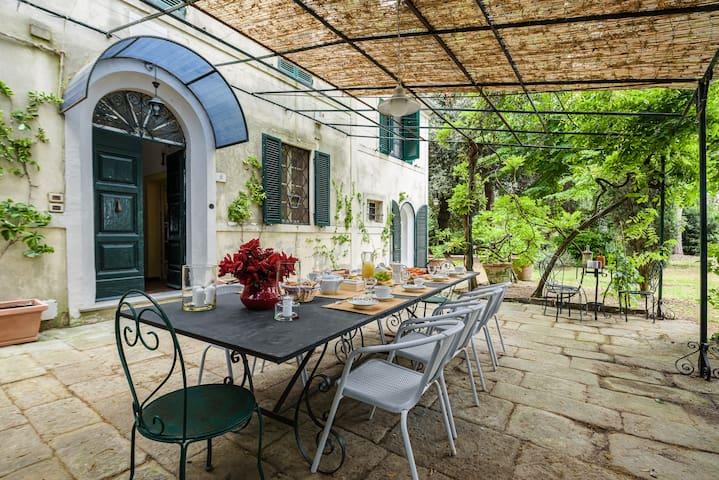 Villa Papale, 5 bedrooms with pool near Cortona