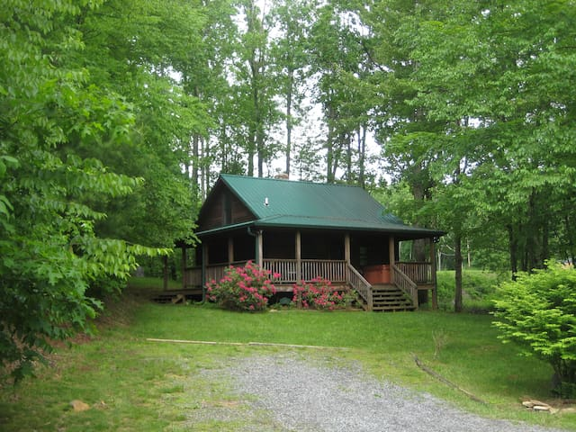 CreekSide Cabin, 2.5m to Boone, Fishing Pond, more