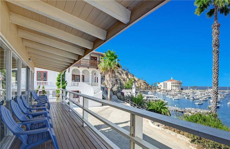 Magnificent Ocean View, Mid Century Decor, 2400 SQ FT, WIFI - 153 Crescent Ave.