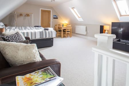 Stamford Self Contained Flat & Private Parking