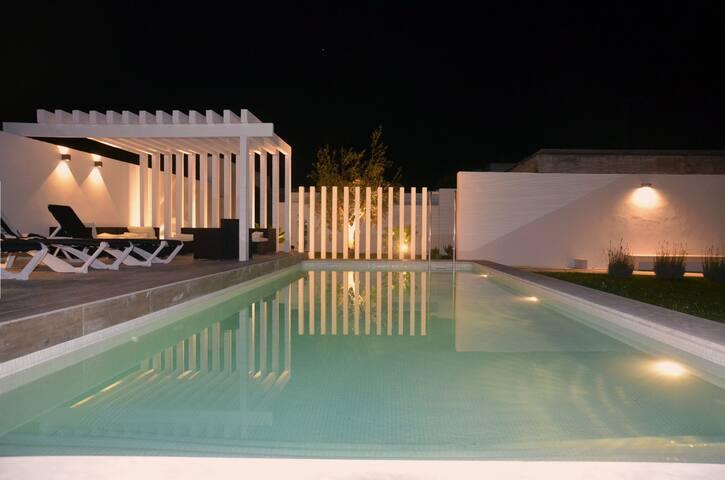 Chalet de corte moderno con piscina en Conil - Conil de la Frontera - Xalet