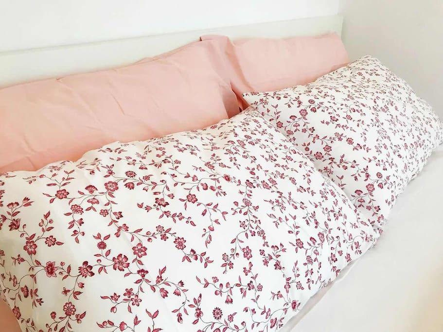 主卧1.5米✖️2米大床(宜家床品床垫及床体),超大窗(可开),带衣柜,观旺角东站