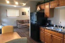 COZY LAKESHORE COTTAGE - Close to the Jet Express
