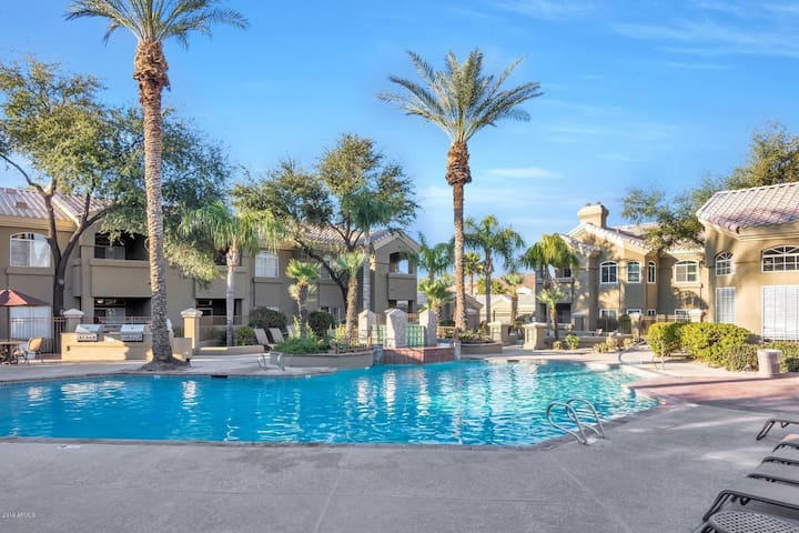 Resort Style Condo In The Heart Of Paradise Valley