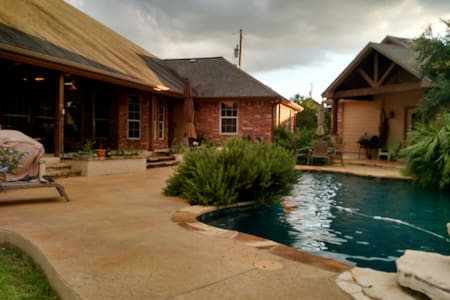 Hill Country Comfort - Buda