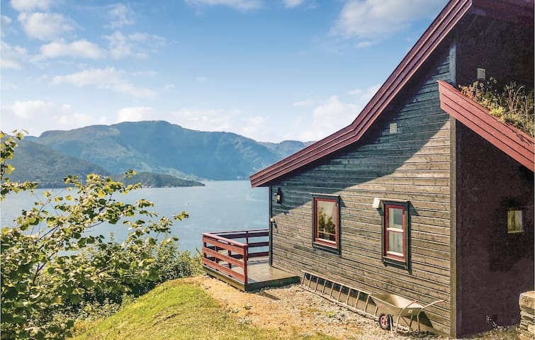 Holiday cottage with 3 bedrooms on 103m² in Norheimsund