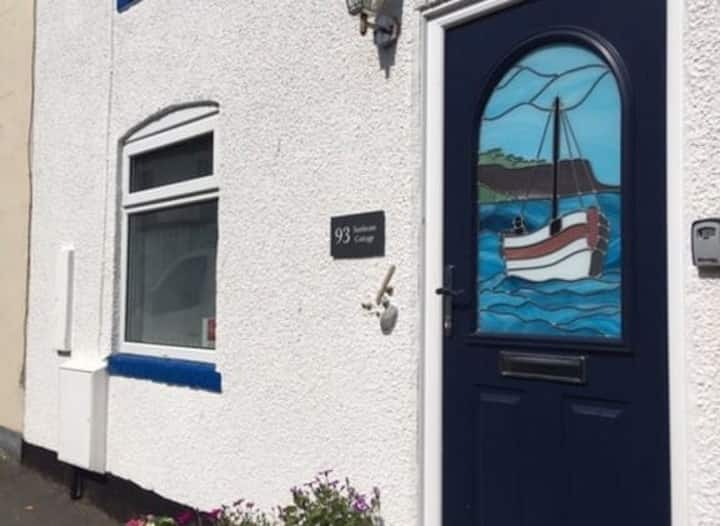 Filey Sun Cottage - 3 bedroom traditional cottage - Straight off the beach - excellent location