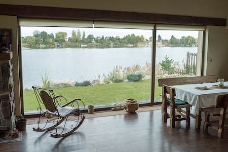 Beautiful Lake House For Artists and Chilling - Dům