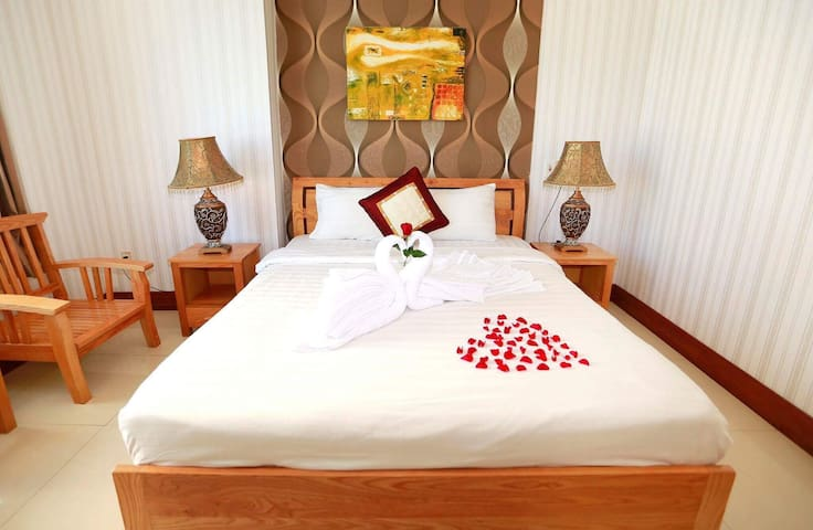 Nice room in 2 star hotel near My Khe beach