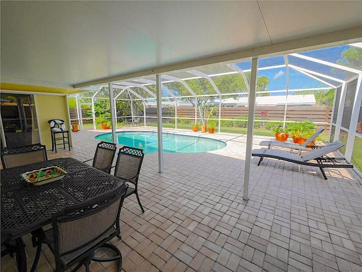 2.7 mi to Siesta Key  3 bedr w/Pool & Pvt Backyard