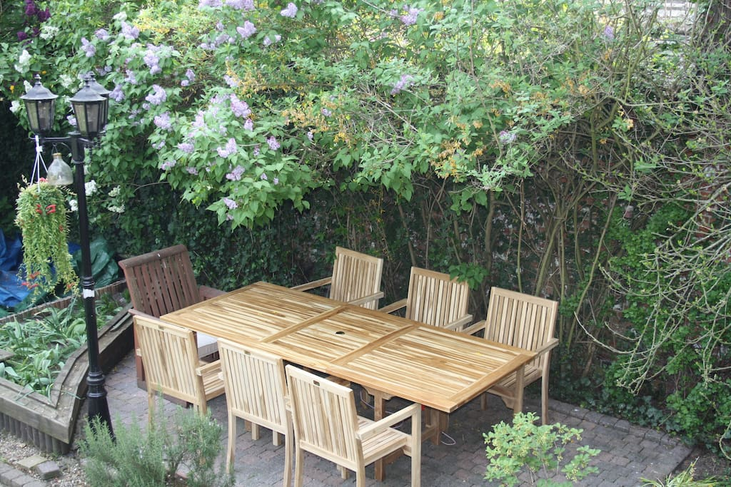Kamer te midden van gezellige tuin bed breakfasts te huur in antwerpen vlaanderen belgi - Midden kamer trap ...