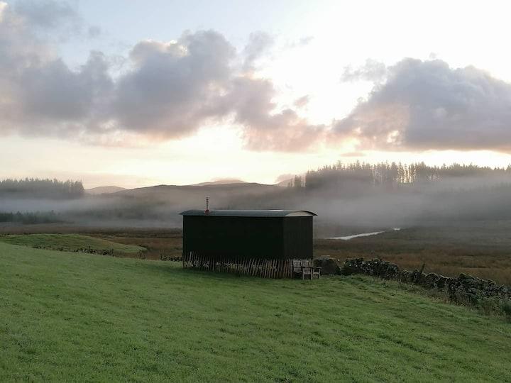 Award winning Shepherd's Hut in quiet rural area