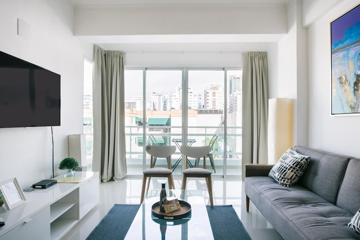 Luxury Downtown Apartment, Great Views, Shared Gym & Rooftop