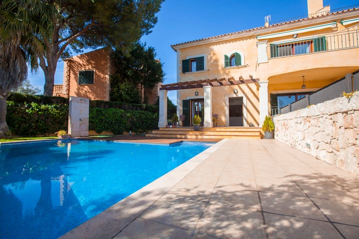 Beautiful villa with swimming pool! - Llucmajor - House