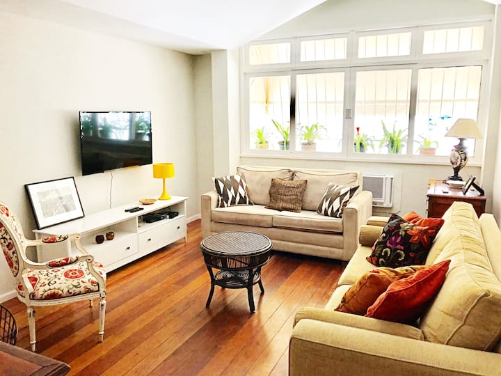 Beautiful  2 Bedrooms in Ipanema with Car Parking