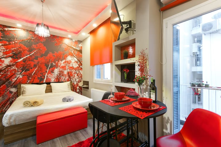 Red Alkyone, super central - private PARKING - Thessalonique - Bed & Breakfast