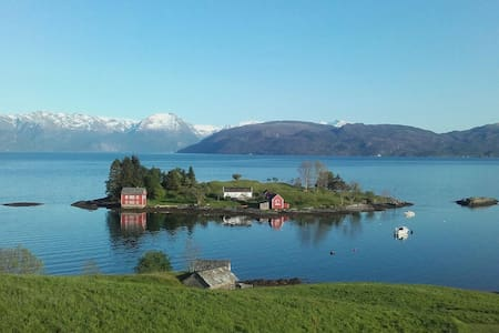 Hardangerfjord Villa,Folgefonna Glacier nearby :-) - Kvam - House