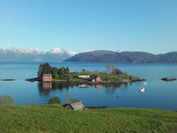 Hardangerfjord Villa,Folgefonna Glacier nearby :-)