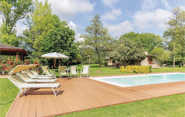 Holiday cottage with 4 bedrooms on 288m² in Pietrasanta LU