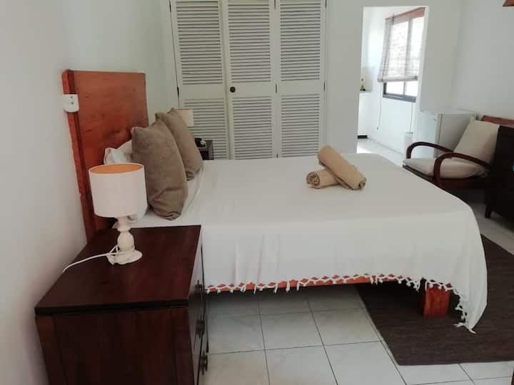 Castaway-Single  room ( Double Bed )